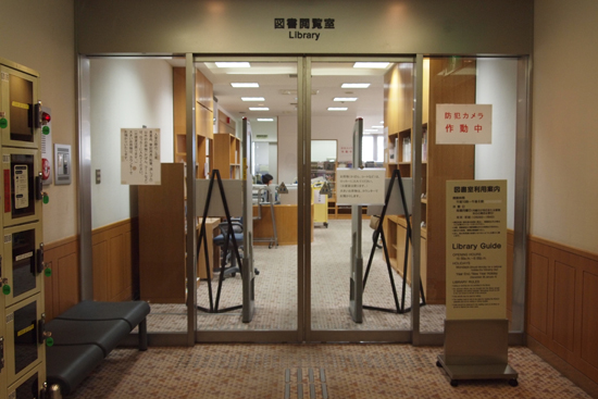 東京写真美術館の図書閲覧室が面白い。